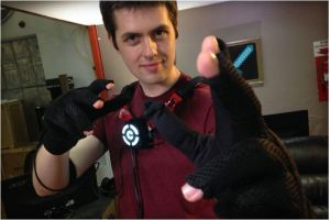 Control VR gloves warp your fingers into virtual worlds