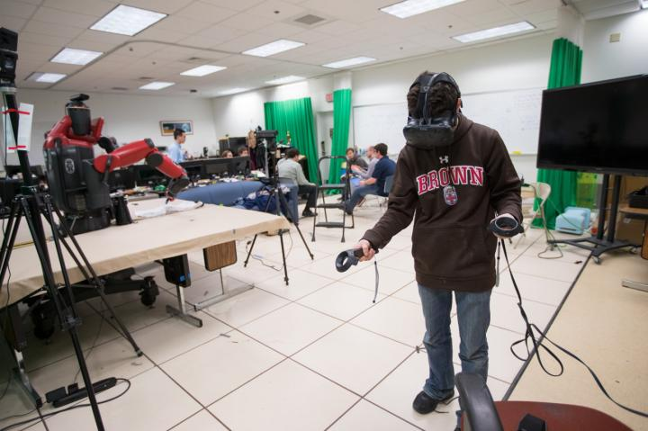 201-Eurekalert-Software enables robots to be controlled in virtual reality